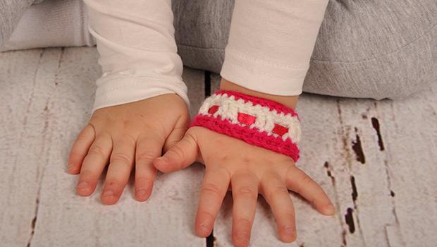 Gehaakte roze armband voor meisjes