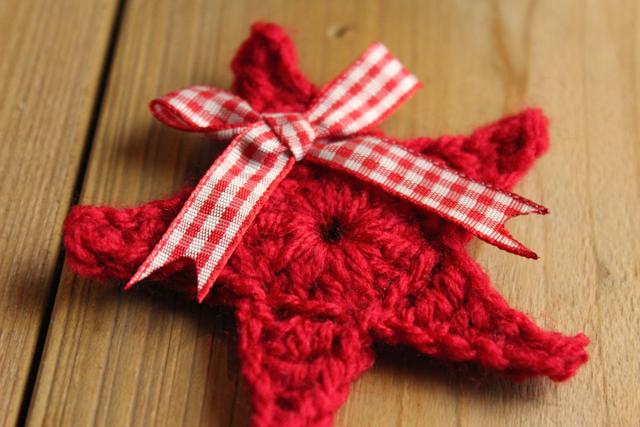 Kerstster rood als broche